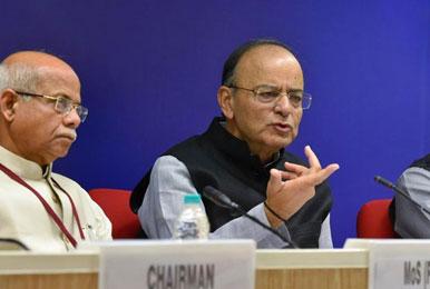 फिर घटेंगी GST की दरें, इस बार महिलाओं को खुश करेगी सरकार!