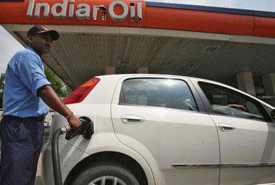 पेट्रोलियम पदार्थ जल्द ही आ सकते हैं GST के दायरे में, सरकार ने दिया संकेत