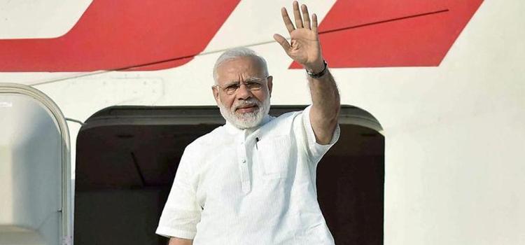 दावोस समिट के लिए PM मोदी रवाना, दुनिया को सिखाएंगे योग
