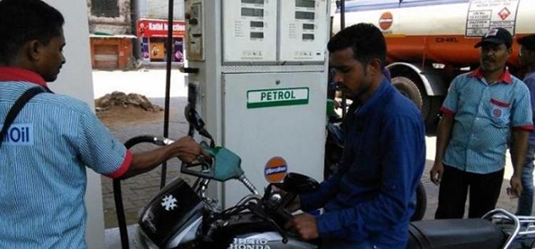 पेट्रोल कीमतें 3 साल के उच्च स्तर पर, डीजल ने भी बनाया रिकार्ड