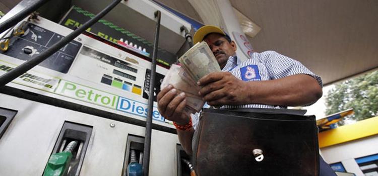 पेट्रोल के दाम 80 रुपए के करीब पहुंचे, डीजल भी 67 रुपए के पार