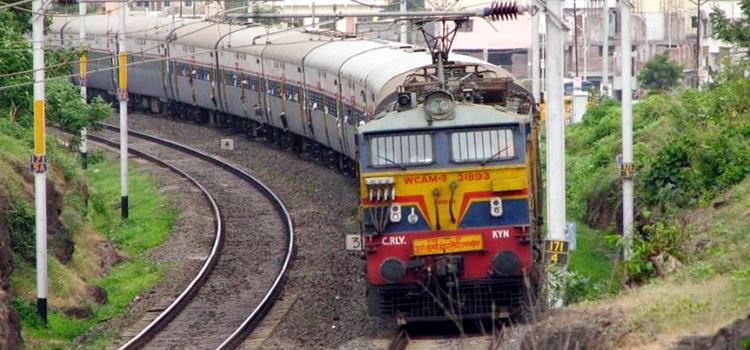 फ्री में बुक करें रेल टिकट, 10000 रुपए तक का कैशबैक भी मिलेगा