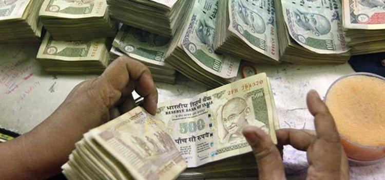 नोटबंदी : अगर खाते में जमा कराए थे इतने रुपये, तो आपके लिए है बुरी खबर