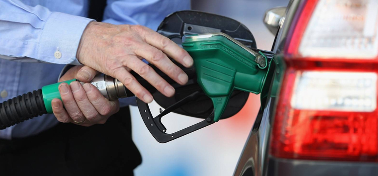 पेट्रोल-डीजल नहीं हुआ सस्ता, वित्त मंत्रालय ने दी सफाई